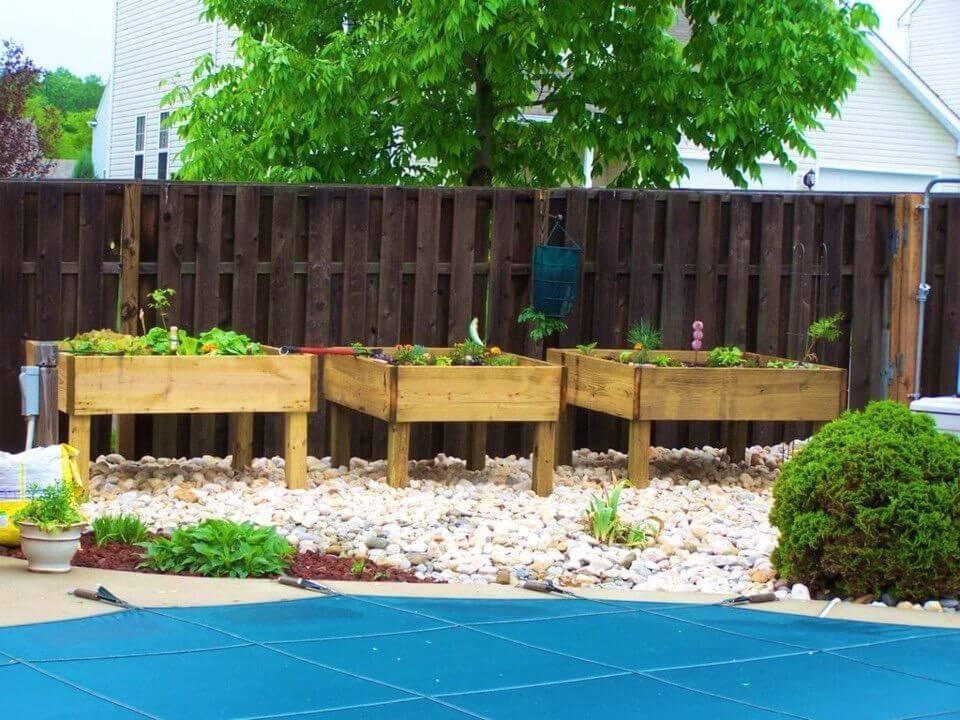 Build Raised Garden Bed on Legs