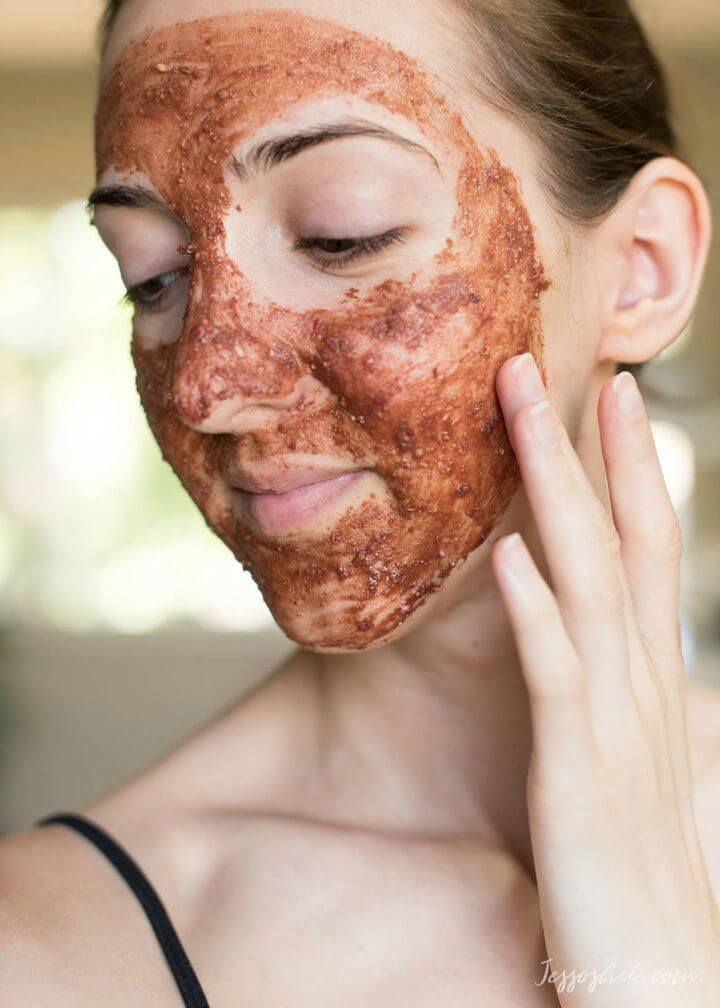 3 DIY Pomegranate Face Masks