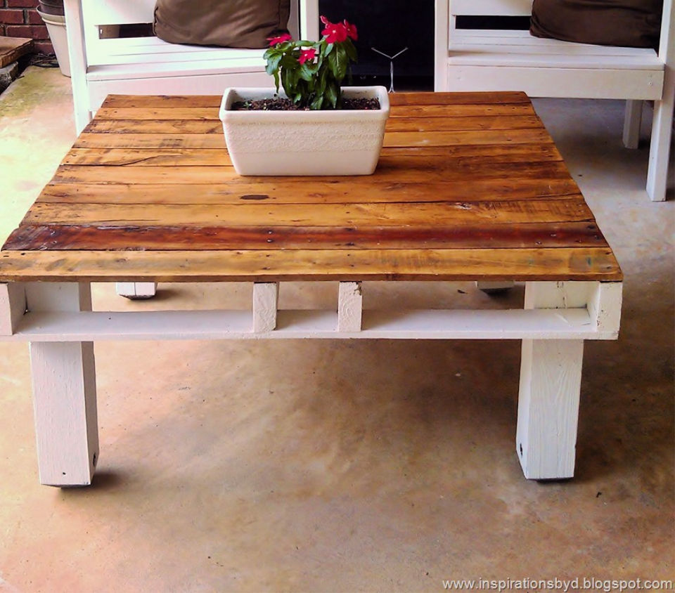 An Outdoor Pallet Table to Build and Sell