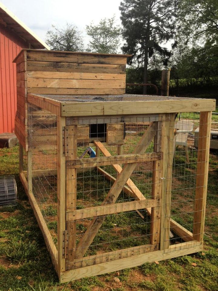 Backyard Pallet Chicken Coops