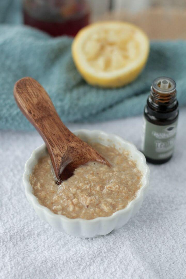 DIY Homemade Honey Oatmeal Acne Mask