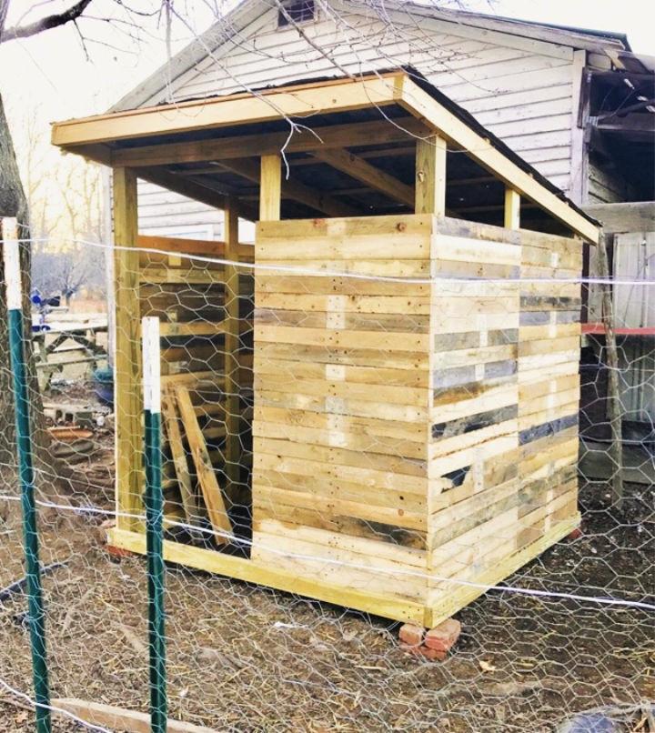 Homemade Pallet Wood Chicken Coop