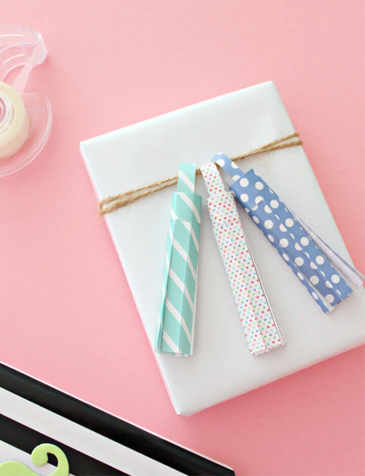 How to Make Wrapping Paper Tassels