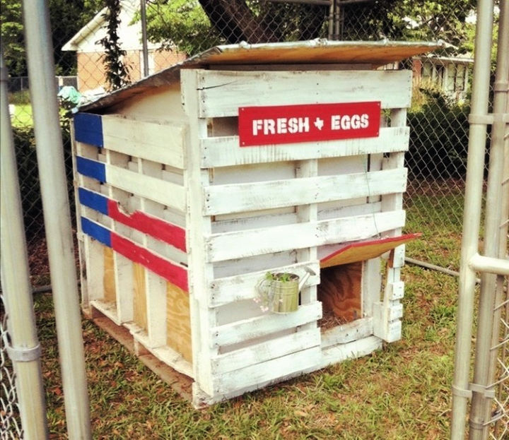 Pallet Coop for Chickens